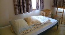 Przytulna sypialnia na parterze domku