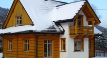 Domek w Szczyrku zimą - ganek